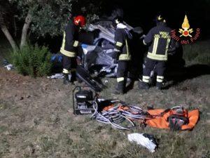 Auto esce fuori strada e finisce in un uliveto a Palermiti, morta una persona