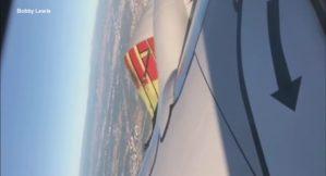 Dall'oblò vedono il motore che si scoperchia al decollo, terrore tra i passeggeri a bordo del volo United Airlines
