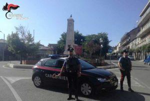 Forza due posti di blocco e tenta di investire carabiniere, 27enne arrestato nel catanzarese