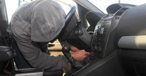 Tenta di rubare il borsello ad un carabiniere, 33enne arrestato