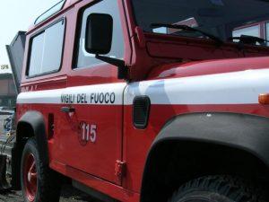 Precipita in un pozzo di 12 metri, salvato dai vigili del fuoco