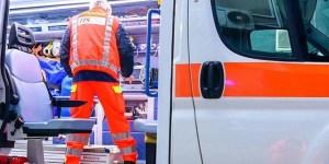 Donna muore per un arresto cardiaco, parenti prendono in ostaggio l'equipaggio del 118
