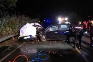 Tragico schianto con 4 giovani morti, conducente rimasto ferito positivo a droga