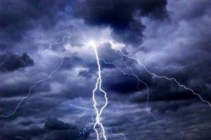 Pesante allerta meteo della Protezione civile per la Calabria, in arrivo temporali e venti forti