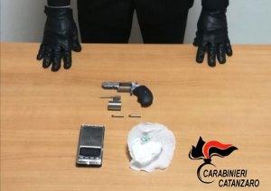 Trovato con revolver e cocaina, arrestato