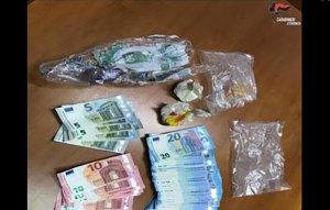 Trovato in auto con cocaina e 1500 euro in contanti, 49enne arrestato