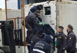 Scoperti a Gioia Tauro 61 kg di cocaina in un container proveniente dal Brasile