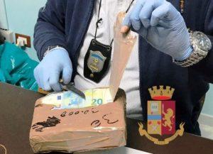 Dalla  Calabria a Torino con 1,5 milioni di euro nascosti nel tir, due calabresi arrestati