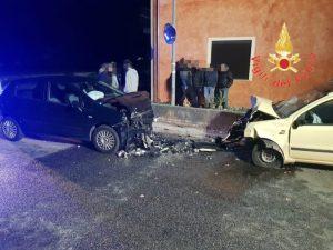 Scontro frontale tra due auto a Chiaravalle, donna rimasta incastrata nell'abitacolo trasportata successivamente in ospedale