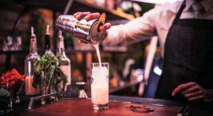 l decreto non prevede l'orario di riapertura, il barista riapre dopo un quarto d'ora