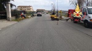 Fuga di gas sotto il manto stradale nel catanzarese