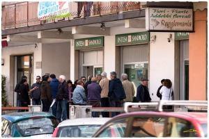 Al via la petizione popolare per dire No alla chiusura della Banca Intesa a Badolato
