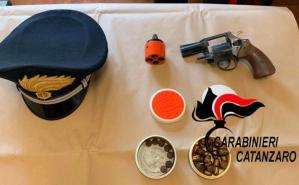Trovato in casa con un'arma clandestina, 60enne arrestato