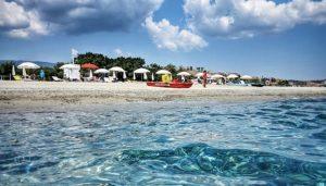 Fare tamponi e test obbligatori ai turisti diretti in Calabria prima della loro partenza