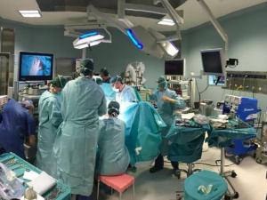 Impiantato un pacemaker al contrario, muore bimbo di due anni: 8 medici indagati