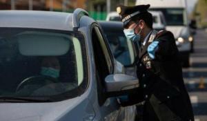 In auto in quattro senza mascherina, 533 euro di multa a testa
