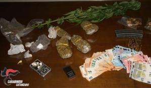 Spaccio di sostanze stupefacenti, due arresti a Catanzaro
