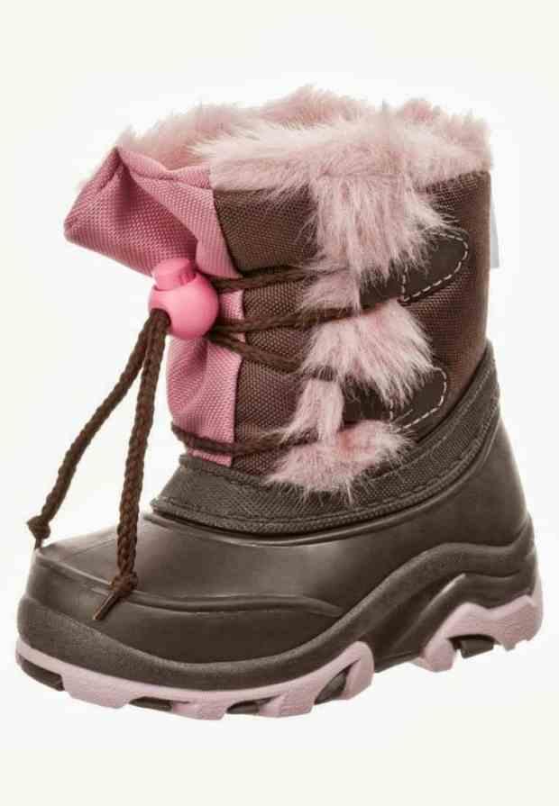صور أحذية أطفال على الموضة لفصل الشتاء حلوة