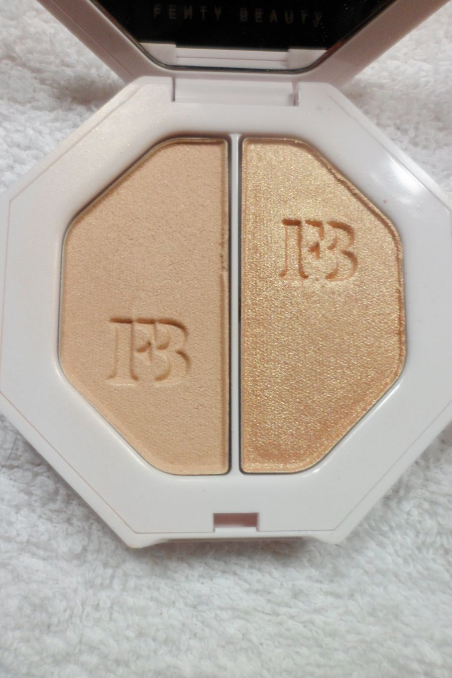 Highlighter de la marque Fenty Beauty par Rihanna