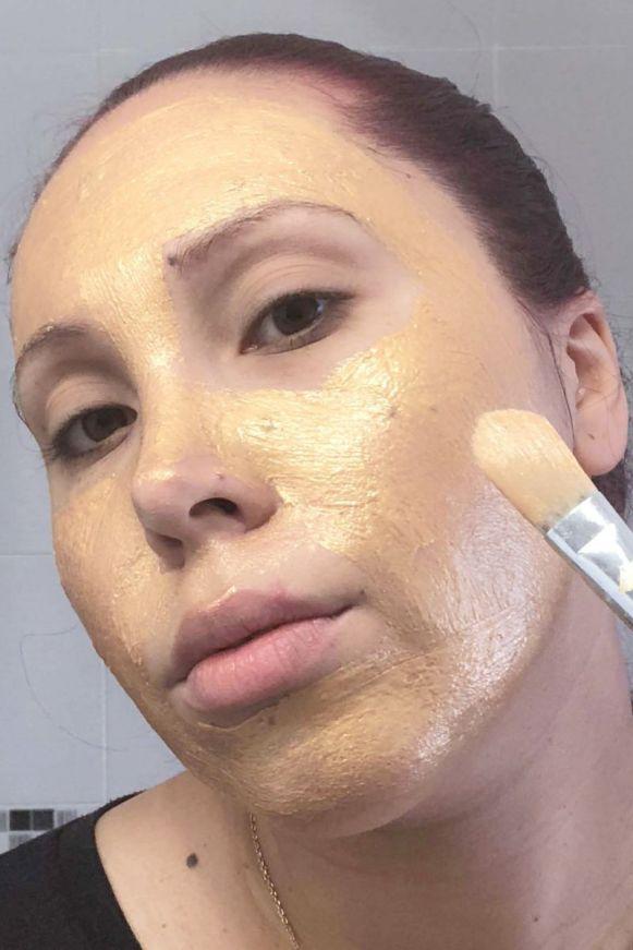 Visage pendant la pose du masque X-treme Gold de la marque Rexaline