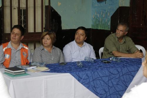 Las autoridades del Ministerio de Educación escucharon las incertidumbres de las maestras del departamento. (Foto: Alejandro Balán/Soy502)