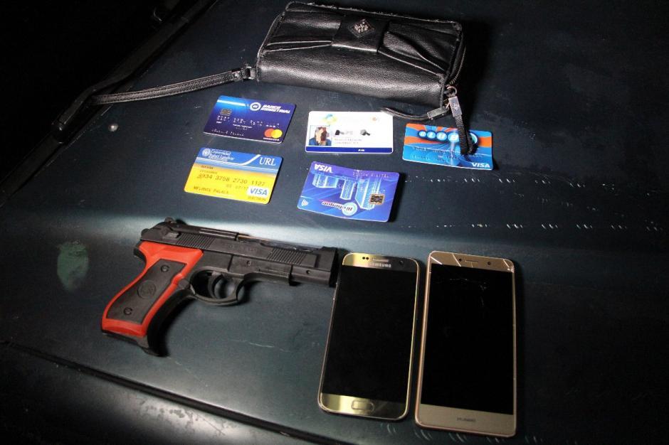 Los hombres robaron celulares y carteras en las zonas 1 y 4. (Foto: PNC)