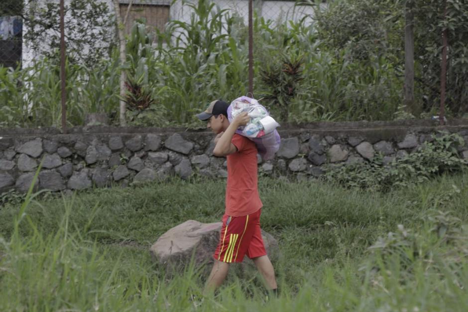 Un grupo de damnificados denunció que personal de la Conred les quitó las donaciones particulares que habían recibido. (Foto: Alejandro Balán/Soy502)