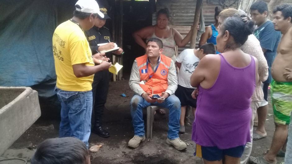 Una familia se percató de que debajo de su vivienda salía humo en Masagua, Escuintla. (Foto: Facebook: Stacy Casuy)
