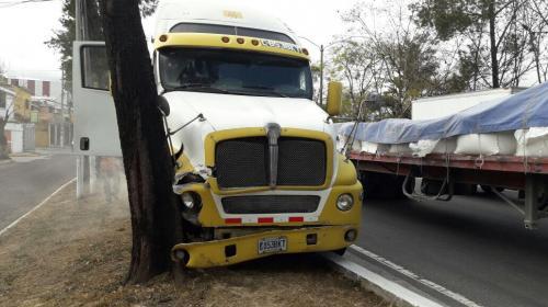 Múltiple colisión genera complicaciones de tránsito en el Periférico
