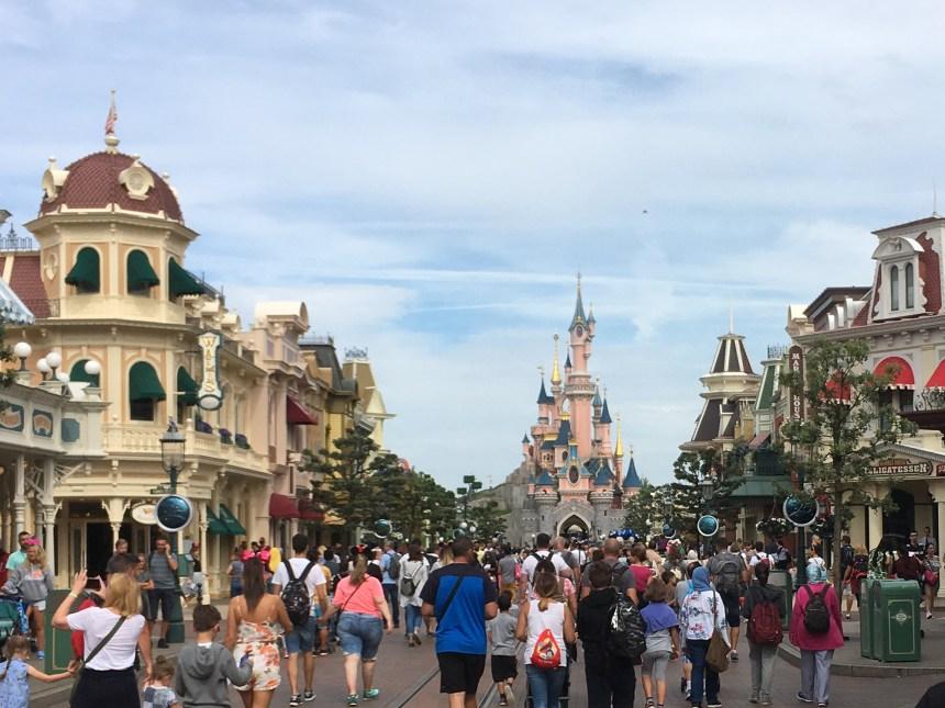 Entrada a Disneyland Paris por Main Street