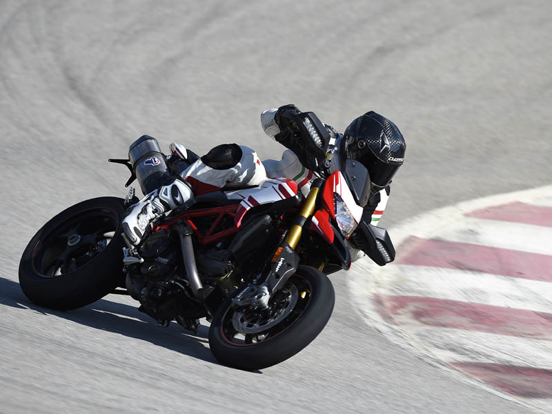 La estabilidad de la Ducati Hypermotard 939 SP 2016 es intachable