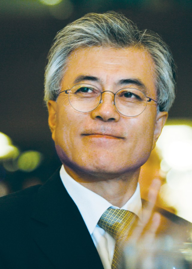 문재인 민주통합당 의원이 14일 서울 여의도 63빌딩에서 열린 6 15 남북정상회담 12주년 기념식에 참석하고 있다.