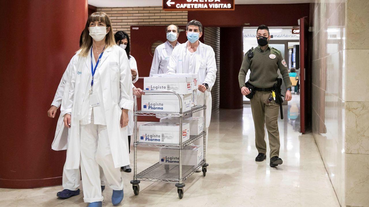 Vigilante custodiando las vacunas del Covid