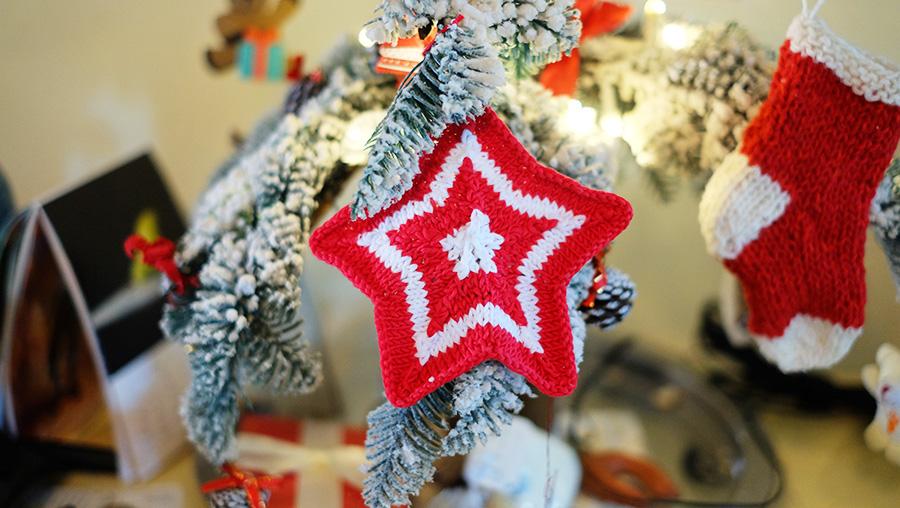 Estrella de Navidad para el arbol tejida en dos agujas tricot calceta