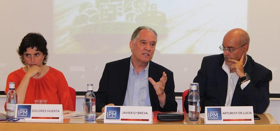 Dolores Huerta (GBCe), Javier García Breva (autor del informe) y Arturo Pérez de Lucía (Aedive).