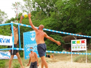 """Плажен волейбол събра 15 двойки в къмпинг """"Златна рибка"""" 2"""