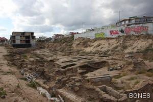 Разрушиха 13 антични гроба в Античния некропол на Аполония 1