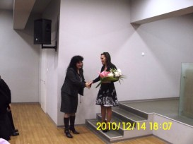 """Премиера: """"Кажи ми, че съм хубава"""" на Теодора Стефчева"""