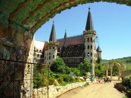 Замъкът край созополското селце Равадиново   The castle of Ravadinovo