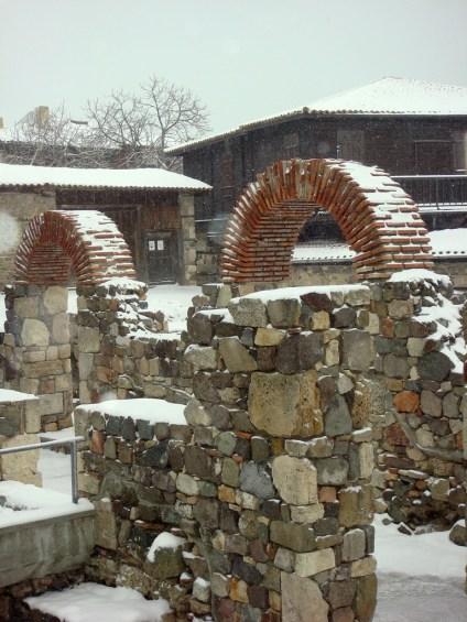Античната арка в Созопол през зимата на 2012; снимка: www.sozopol.org