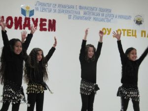 Децата на Равна гора празнуваха Международния ден на майчиния език 2