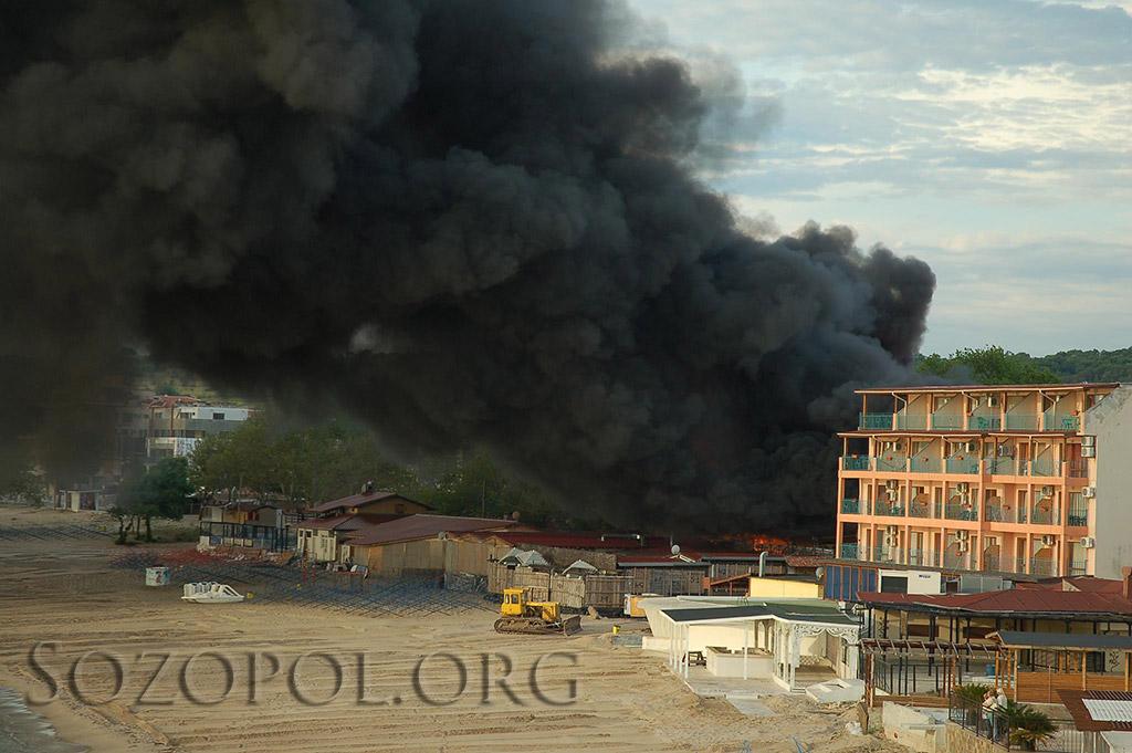 Изгоря пицария Баракуда в Созопол 2