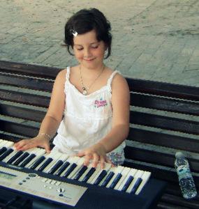 Талантливата пианистка от град Созопол - Мина Недин