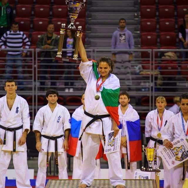 Александра Маринова - златен медал на световното първенство по карате