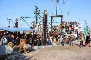 Освещаване на риболовните кораби от отец Иван 1