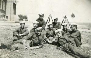 """Остров """"Св. Кирик"""" край Созопол - курсанти от Морското машинно училище, намирало се на острова, 1938 г. 1"""