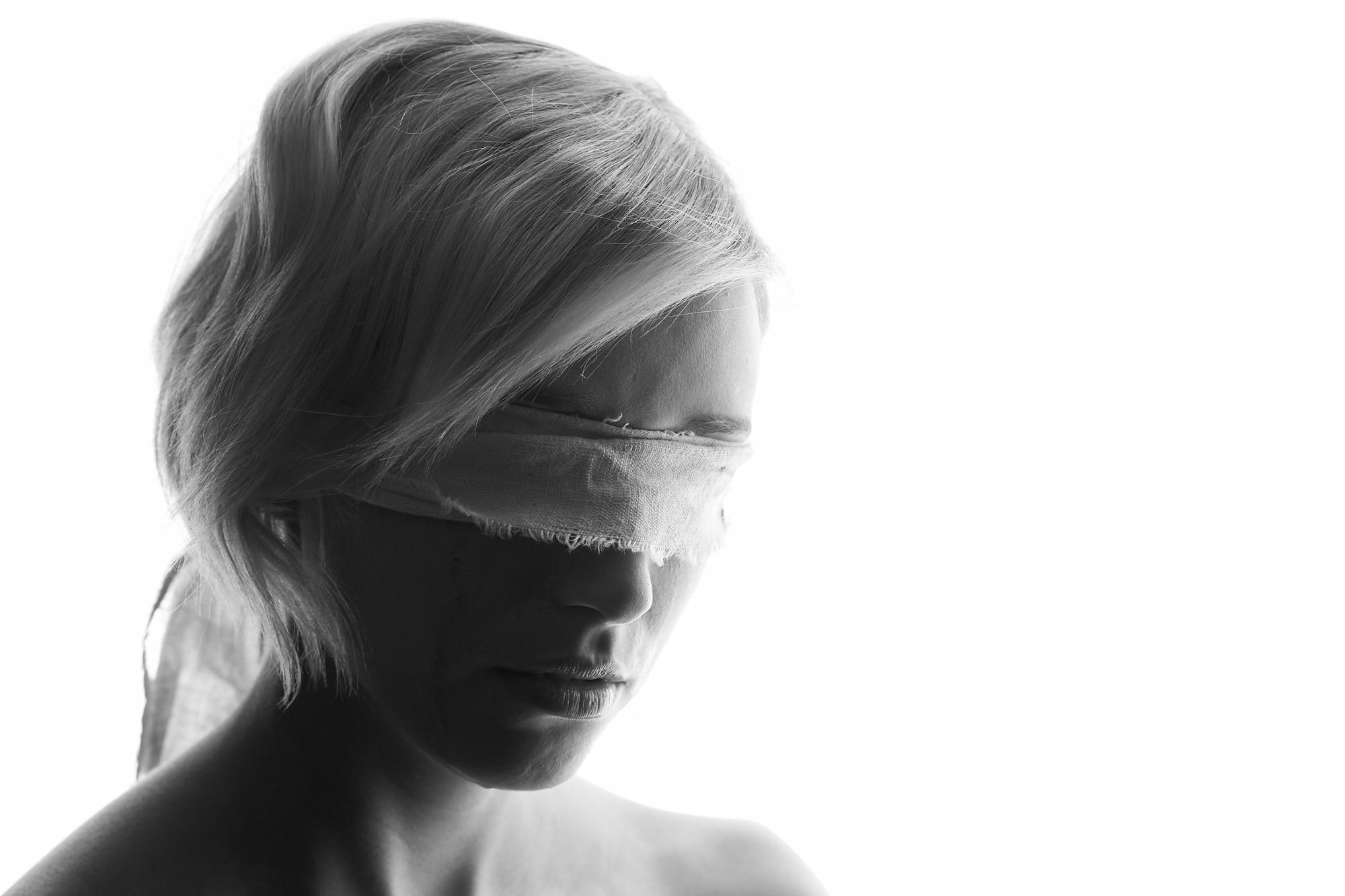 Blind Aveugle tears larmes blood sang