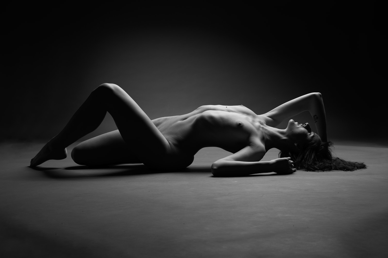 Une femme nue allongée, nu académique, artistique