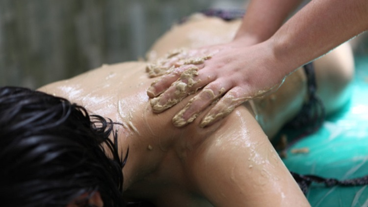 Mud massage in Balneario de Archena