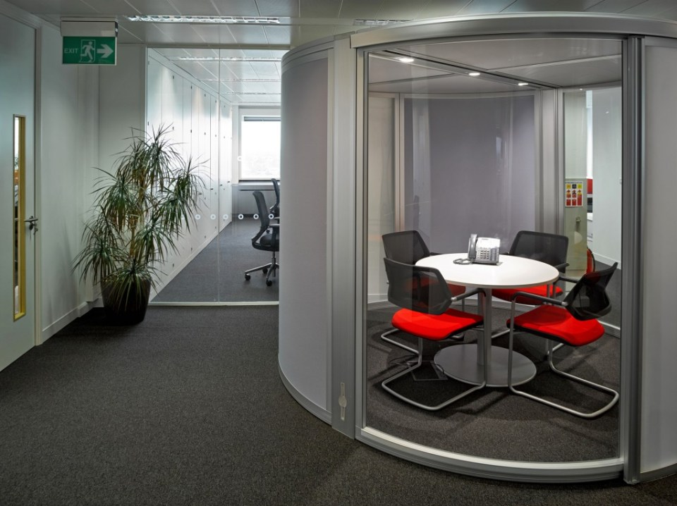 Pelican_Rouge_office_pod-1024x766